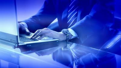 laptop-tastatur-mann-hand-geschaeftsmann (1200x675)